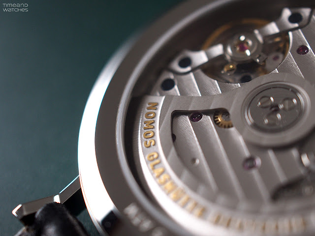 Nomos Glashütte: the DUW 6101 Calibre: the gold-plated embossing of the rotor