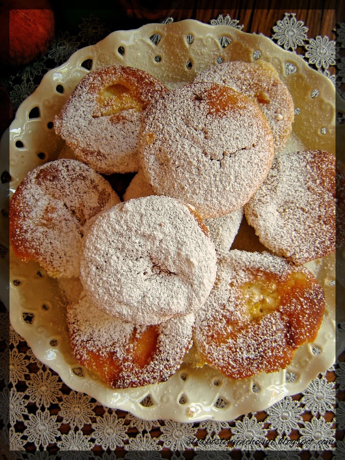 Muffinki jogurtowe z brzoskwiniami