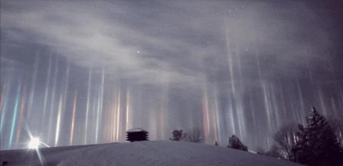 Homem captura o belíssimo fenômeno dos 'pilares noturnos' no céu de Ontário