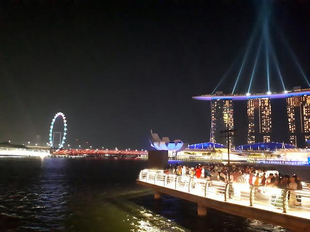 Marina Bay Sands Singapore Kalau Malam Keren Banget