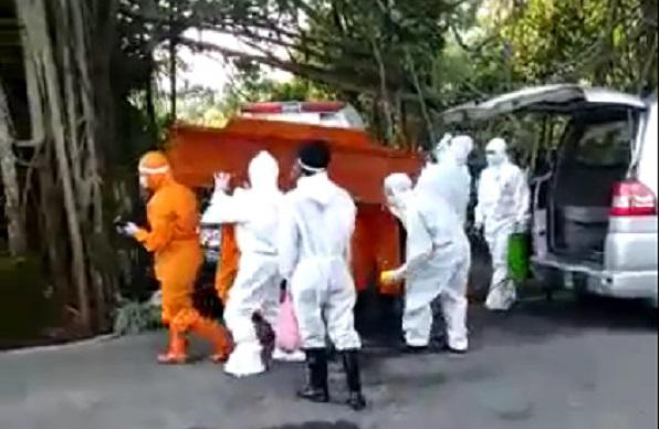 Suasana Haru Iringi Pemakaman Musiroh, Pasien PDP  di  Belik