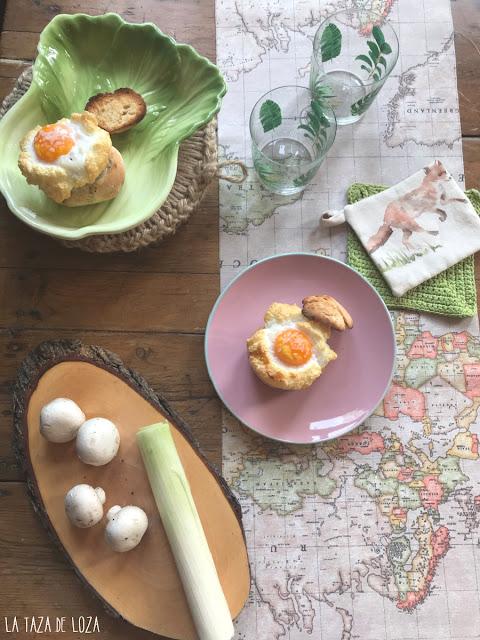 Bollo de pan relleno de champiñones y puerros