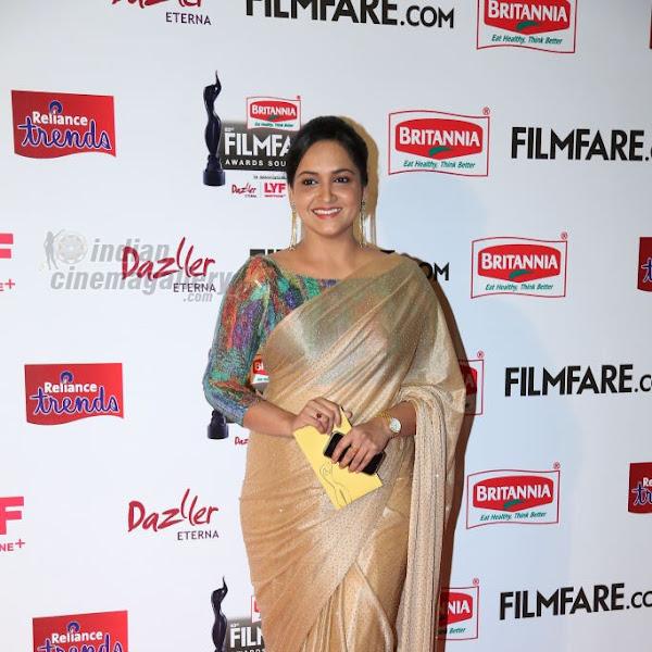 Lena latest photos from 63rd South Filmfare Awards 2016