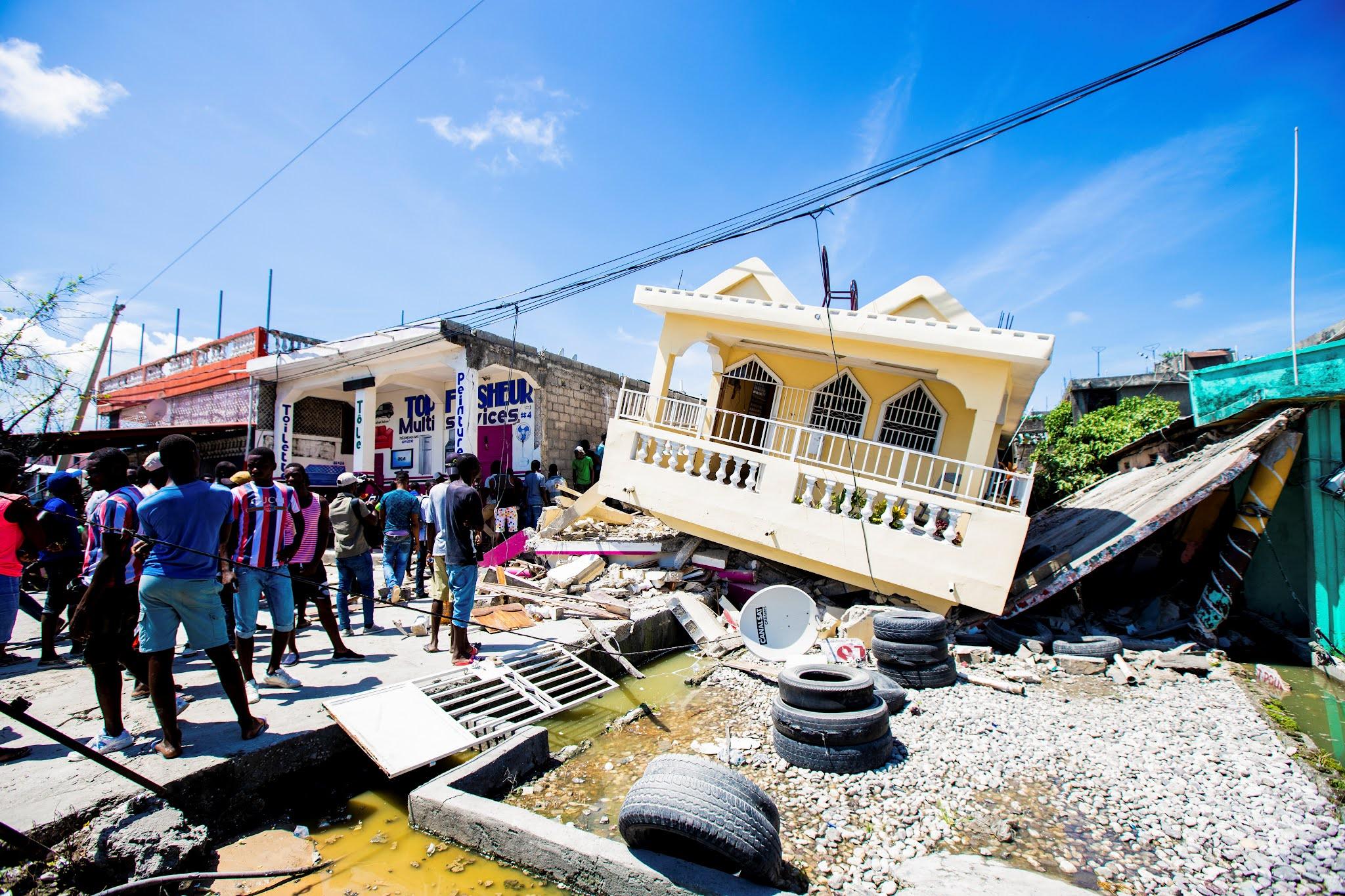 Terremoto en Haití: Ya son mas de 700 los muertos y continúa la búsqueda de sobrevivientes bajo los escombros