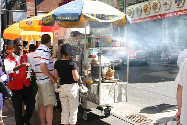 Venditore di hot dog a New York