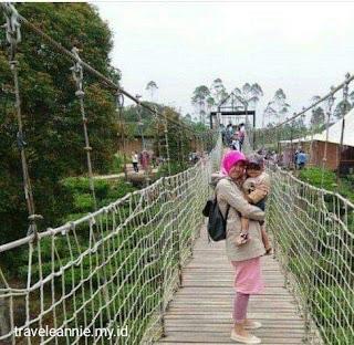 Jembatan gantung Pinisi Resto