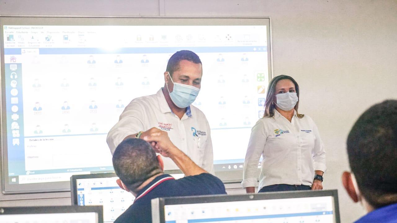 https://www.notasrosas.com/Institución Educativa Liceo Nacional Almirante Padilla y Livio Reginaldo Fischione, de Riohacha estrenan aulas interactivas, por gestión de la Alcaldía
