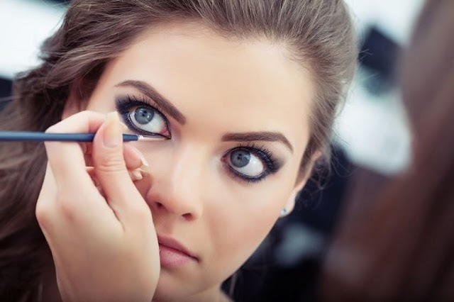 Simple Ways How to Put Eyeliner on Eyelids for Beginners