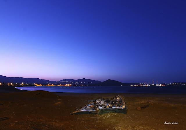 Μετα την δύση του ήλιου και λιγο πριν την ανατολή του φεγγαριού- Η μπλέ ώρα ,φωτό Κωστας Λαδάς