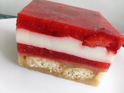 Ciasto bez pieczenia z truskawkami