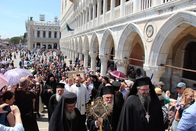 Ο Τίμιος Σταυρός που συνοδεύει το ιερό σκήνωμα της Αγίας Ελένης στην Ελλάδα https://leipsanothiki.blogspot.be/