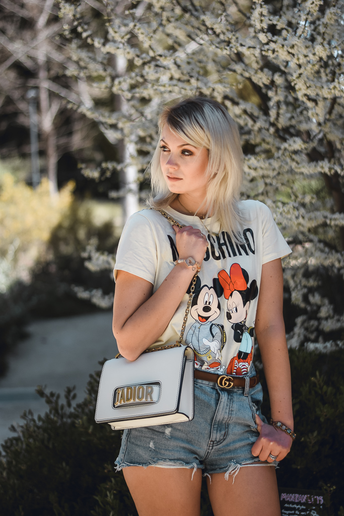 how to style printed tee