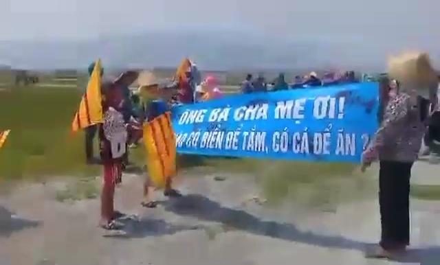 Image result for đồng tâm biểu tình dùng cờ VNCH