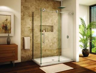 desain model kamar mandi minimalis ada taman