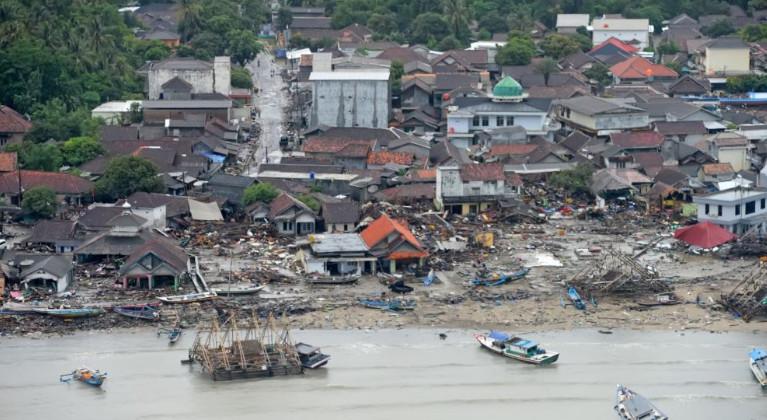 ارتفاع عدد ضحايا تسونامي إندونيسيا إلى 429 قتيلا