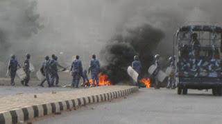 السودان:200 قتيل في محاولة فض الاعتصام بالخرطوم ودعوات لعصيان شامل