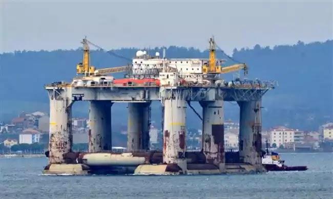Μετακίνηση πλατφόρμας πετρελαίου από τους Τούρκους- Διασχίζει τώρα το Αιγαίο – Δείτε Βίντεο και εικόνες