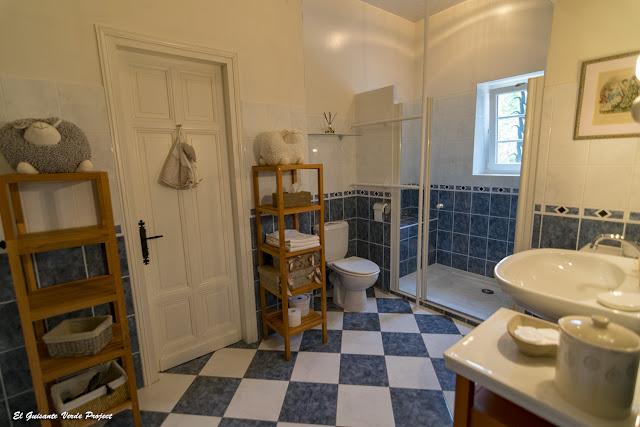 Baño de la Suite des Anges - L'ostal en Perigord, Velines, Francia por El Guisante Verde Project