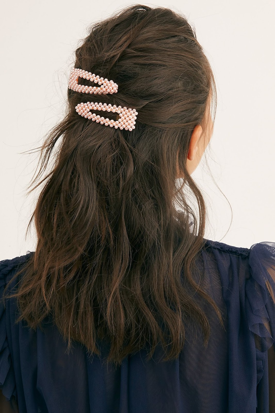 Exploring the Fall 2019 hair clip trend :: Effortlessly with Roxy