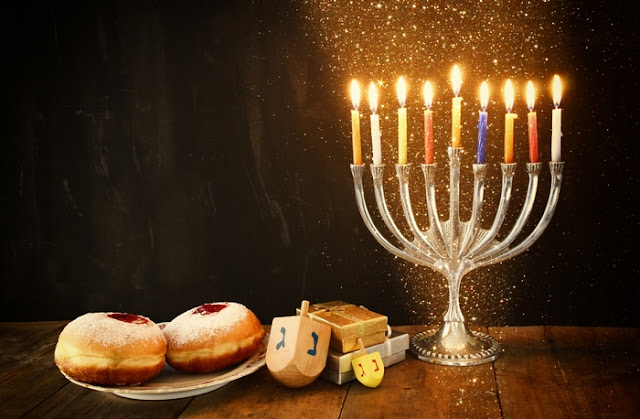 Hanukkah home decoration and candle decoration ideas