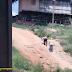 Vídeo mostra idosos subindo porto do Segundo Distrito de Sena com muita dificuldade