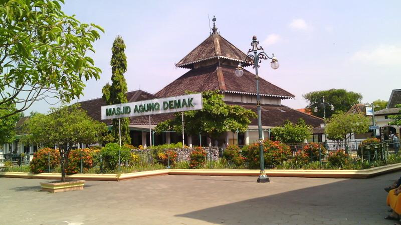 Wisata Pantai Dan Religi Di Kota Semarang