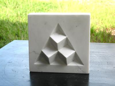 ピラミッド 大理石