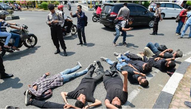 Mahasiswa Aceh Berteatrikal Peringati Tragedi KKA