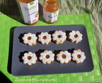 Biscotti con pasta frolla al succo di frutta