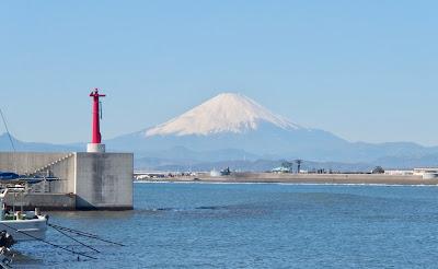 腰越漁港からの富士山