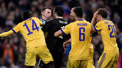 Buffon explota contra arbitro