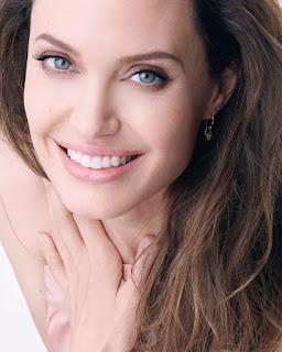 Campaña publicitaria del perfume Mon Guerlain Sparkling Bouquet, con Angelina Jolie