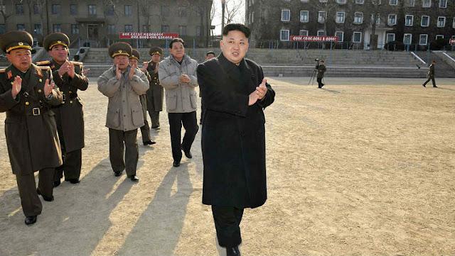 A Coreia do Norte está declaradamente pagando uma equipe de comentaristas de internet para circular boatos falsos em ambas as seções de comentários e sites de redes sociais, a fim de constranger seus amargos inimigos da Coreia do Sul