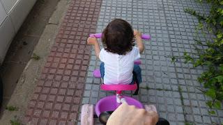 En el triciclo manejable