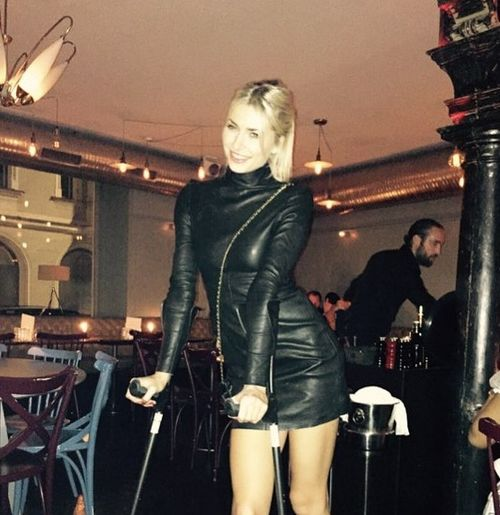 Fans worried: why is Lena Gercke on crutches?