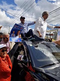 José Montás y Luis Abinader recorrieron varios sectores de San Cristóbal
