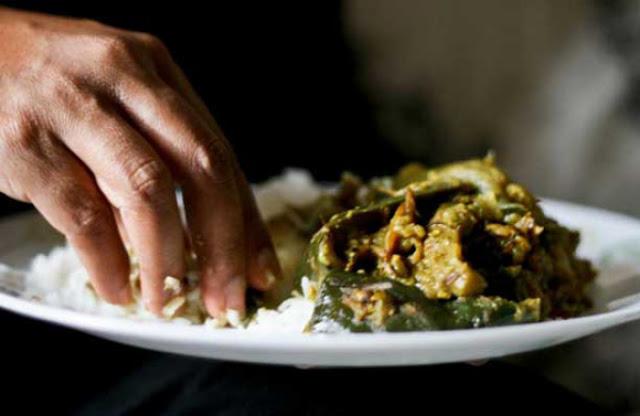 Ternyata Begini 10 Manfaat Makan Pakai Tangan