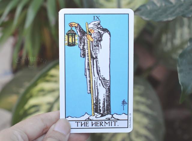 Significado da Carta 9 - O Eremita no Tarot do amor, dinheiro e trabalho, saúde, obstáculo ou invertida e como conselho