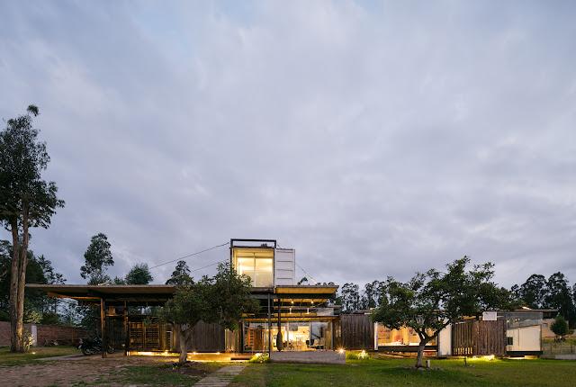 Casa RDP - Shipping Container Industrial Style House, Ecuador 13