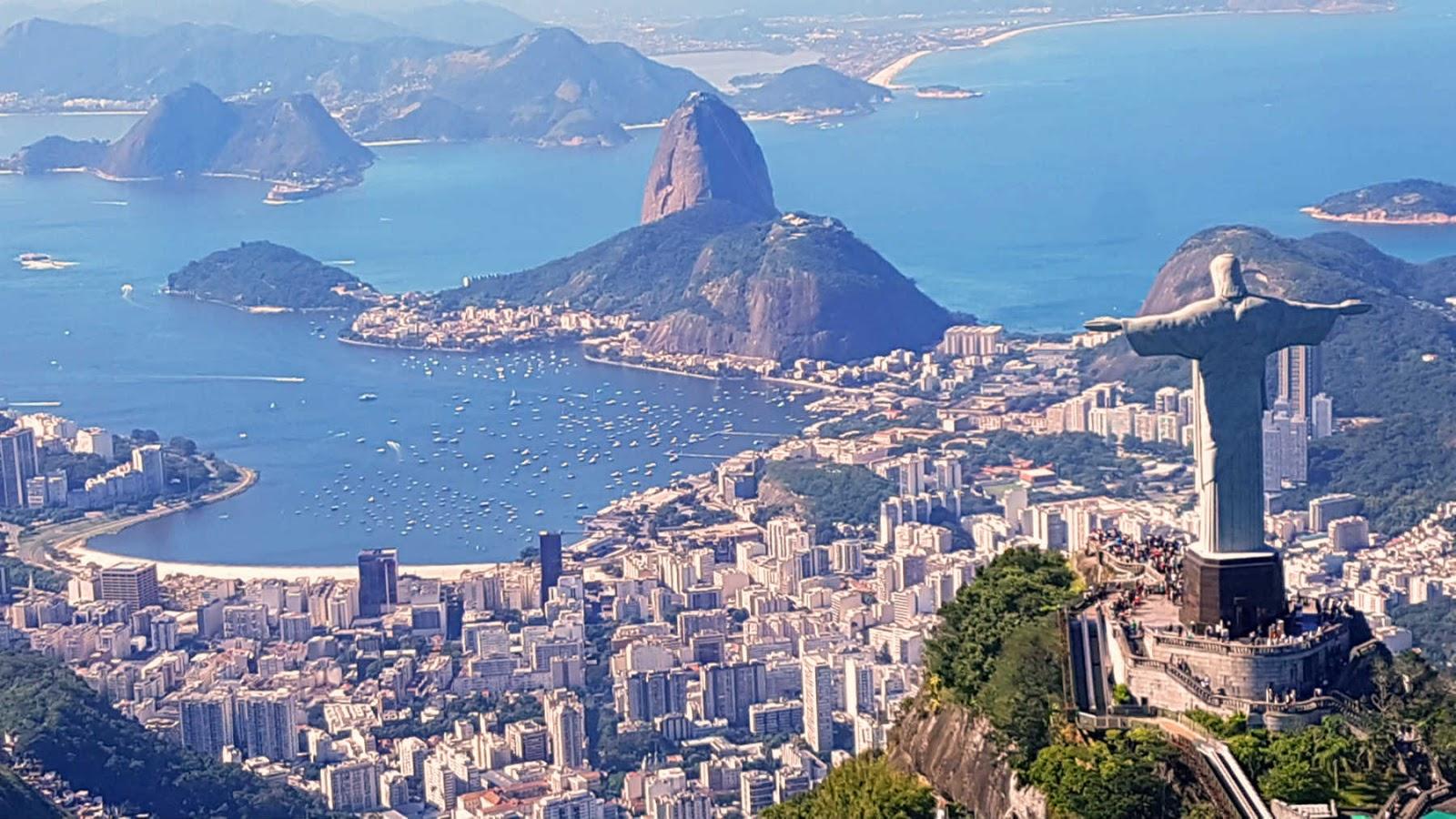 Passeio de helicóptero no Rio de Janeiro.
