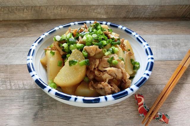 フライパンひとつで大根と豚肉の味噌炒め煮レシピ