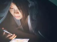 3 Dampak Fatal Begadang Sambil Main Handphone