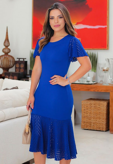 https://www.lojaflordeamendoa.com.br/produto/vestido-tubinho-azul-detalhes-em-arrastao