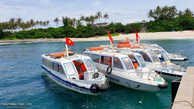 Ngày nay, việc qua lại ở 2 hòn đảo này ở Lý Sơn khá dễ dàng, bởi mỗi ngày có hàng chục chuyến tàu cao tốc làm nhiệm vụ đưa đón người dân và du khách.