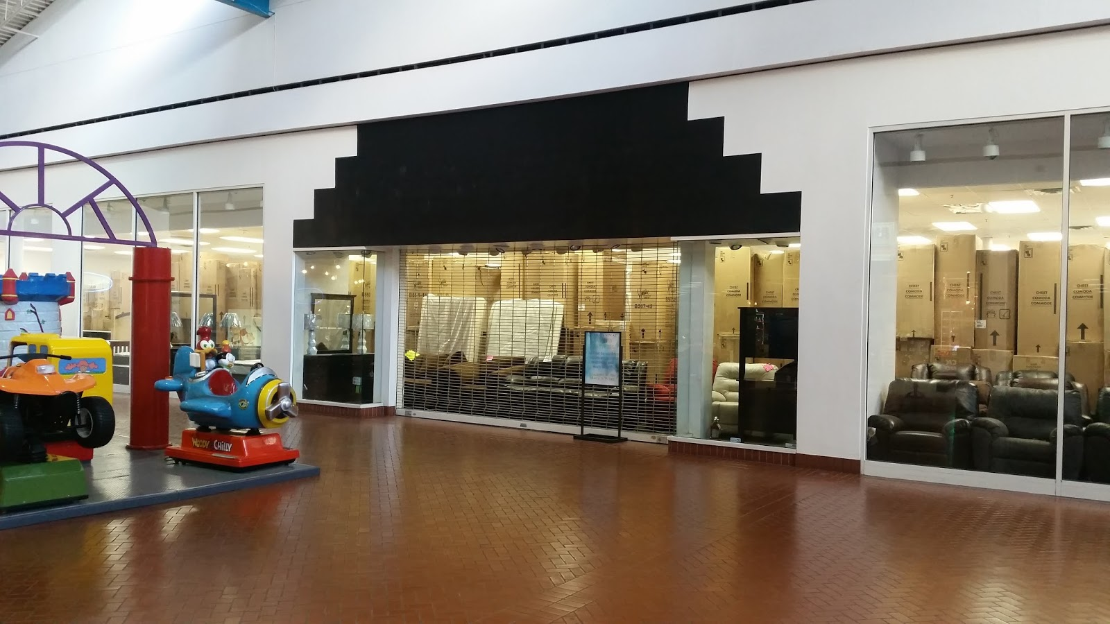 The Former Anna S Linens Closed Several Years Ago And Is Now Used For Furniture Storage One Of Few Remaining Businesses In This Section Mall