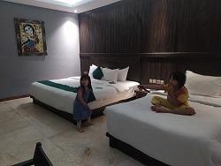 Ada 2 bed di family lake view room