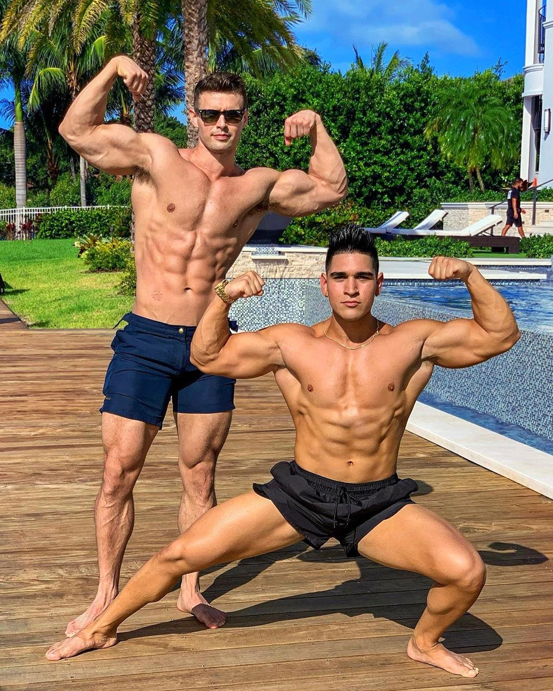 sexy-shirtless-muscular-bodybuilders-strong-biceps-flex-straight-swole-hunks