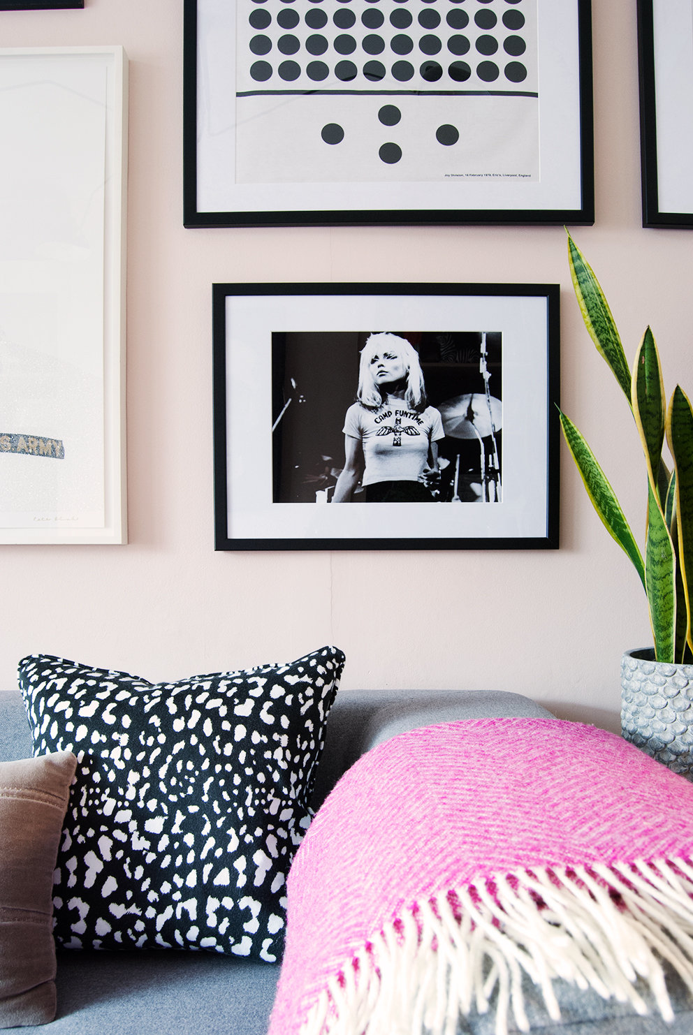 How To Make Cheap Frames Look Top Notch - Monochrome Gallery Wall