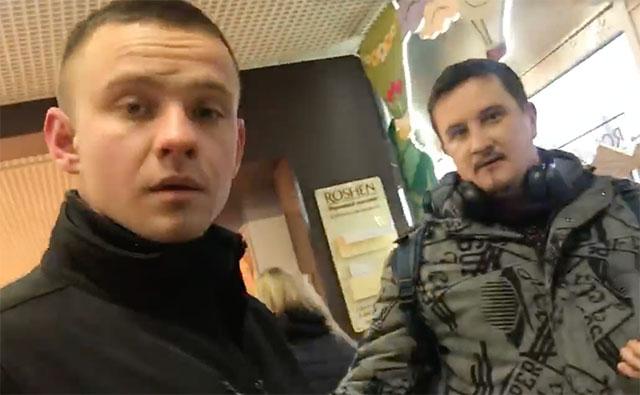 На столичному вокзалі поліцейський кришував кишенькових злодіїв - відео