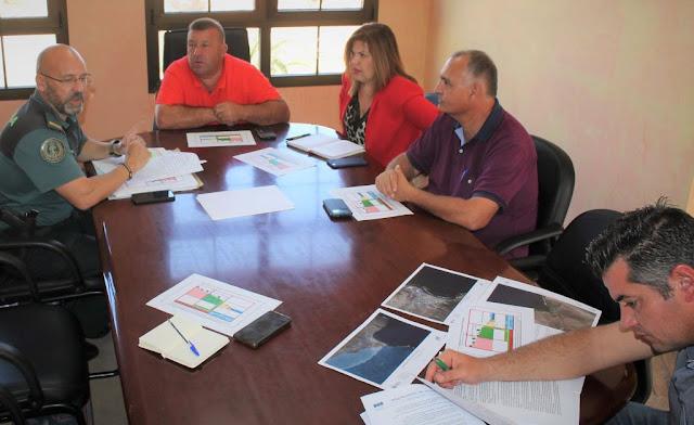 Reunion%2BAntigua%2Bcon%2BSeprona%2B%25282%2529%2B%25281%2529 - Fuerteventura.- Antigua y Seprona trabajan juntos en la correcta regularización del entorno municipal